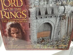 The Lord of the Rings THE TWO TOWERS - HELMS DEEP FORTRESS