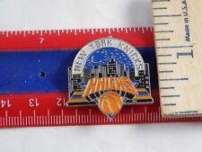 BASKETBALL NEW YORK KNICKS PIN