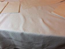 Service de table XIXe damassé à motif placé nappe 2m35 x 1m80 + 12 serviettes