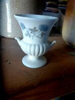 BEAUTIFUL WEDGWOOD  ICE  ROSE VASE 9CM  MADE IN ENGLAND