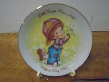 Avon Mother's Day Plate 1982 Little Thing Mean a Lot with Easel Second in Series
