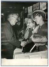 Vincent Auriol avec M. Valensi et Paulette Dubost  Vintage silver print Tirage