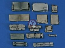 Verlinden 1/35 Military Packs and Tarpaulins [Resin Diorama Accessory kit] 1002