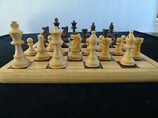 Jeu d'échecs. Echiquier bois et pions plastique. bon état