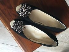 van dal Size 5 wedge Black Shoe Sandal With Pretty Flower Detail Peep Toe