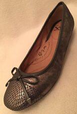 New Sofft Black Gold Sheen Ballet Flats Snake Toe & Bow sz 7.5 M