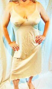 GORGEOUS!!! VASSARETTE ELEGANT BEIGE LACY SATINY NYLON  FULL SLIP 36 EVC
