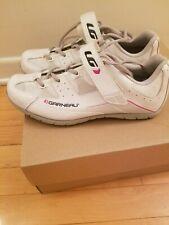 Garneau women's cycling shoes (size 8.5)