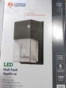 Lithonia Lighting Contractor Select TWS 70-W Eq.2100 Lu. Dark Wall Pack Light