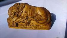 Wooden lion sculpture. Sculpture lion en bois