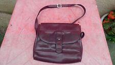 sac à main vintage balenciaga en cuir bordeaux porté épaule