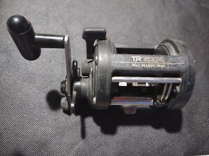 Shimano TR 200-G Level Wind Baitcasting Fishing Reel Ball Bearing Drag Nice