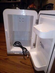 Sharper Image Hot Food Warmer & Cold Mini Fridge Snack Box - House 120v CAR 12v