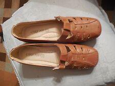 Paire de chaussures marron, neuves, pointure 38