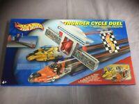 Hot Wheels Thunder Cycle Duel Racing Set mit 2 Fahrzeugen B5702 Neu Ovp 2003