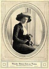 Prinzessin Viktoria Luise von Preußen ( mit ihrem Dackel ) 1912