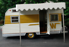 1964 Winnebago 216 Camping Trailer Camping Anhänger 1:24 Green Light 18420