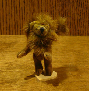 Little Gems LEO THE LION by Lisa Lloyd, NEW From Retail Store, jointed