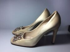 Women's beige Louise Vuitton shoes, size 39