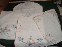 4 Vtg Lot 40s Doilies Runners Flowers Embroidery Crochet Edge Cutters?? #PB14
