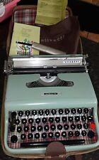 Vintage Olivetti Lettera 22 Typewriter Retro  good condition complete set