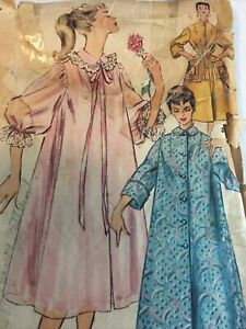 1940s Simplicity 4972 Vintage Sewing Pattern Duster Negligee Housecoat Size 14