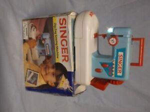 RARE SINGER ZIG-ZAG BLUE CHILDS SEWING MACHINE IOB  BATTERY/CRANK WORKS