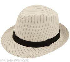 Cappelli e copricapi per carnevale e teatro sul gangster