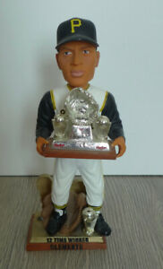 Forever Collectibles Bobblehead Clemente Pittsburgh Pirates Gold Glove Award LE