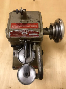 BONIS A-21 INDUSTRIAL GRADE FUR SEWING MACHINE. Make your offer!!!