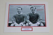 Pat crerand Manchester United Man Utd mano firmado Autógrafo Foto Montaje + certificado De Autenticidad