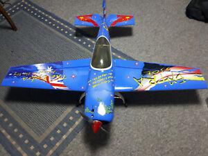 Modellflugzeug Extra 330 mit verbrennungsmotor