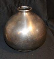 Vase boule en métal argenté art-déco,marque dessous G .
