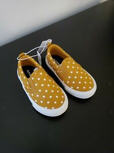 Old Navy Girls Slip On Canvas Baby Yellow Polka Dot Shoes Sneakers Sz 6 Toddler
