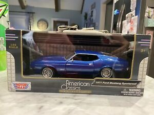 1971 FORD MUSTANG SPORTSROOF BLUE 1/24 DIECAST CAR MODEL BY MOTORMAX 73327