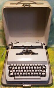 VINTAGE TYPEWRITER REMINGTON MARK II RARE MODEL 1969 Made In Holland w/ case EXC