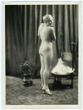 Photo curiosa - 24 x 18 / femme nue et sculpture de bouddha India 1920