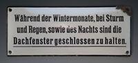 Kurioses Emailschild Während der Wintermonate, bei Sturm und Regen...um 1935 !?