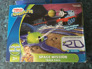 FISHER-PRICE THOMAS & FRIENDS ADVENTURES SPACE MISSION TRAIN GLITTER TRACK PACK