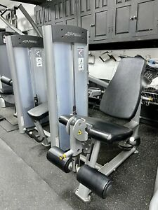 LIFE FITNESS SEATED LEG EXTENTION MACHINE / COMMERCIAL GYM EQUIPMENT U.K.