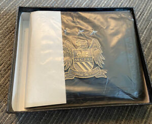Manchester City FC Official Football Gift Boxed Leather Wallet- Metal Crest
