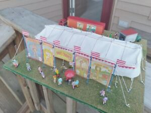 HO Carnival Snake Charmer Tent Joint Diorama