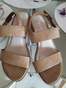 Item 39 Women's Heels / Sandals Size 6 IN GREAT Condition