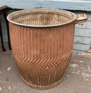 Peggy/Dolly Tub Original Vintage NOT REPRO .  Ideal for Small Trees/Climbers!