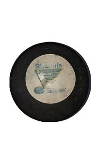 St. Louis Blues 1971-72 official NHL GAME PUCK VICEROY BARCLAY PLAGER