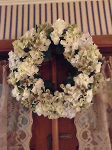 Green & White Impatiens Touch Me Nots All Plastic Faux Silk Flowers 22'' Wreath