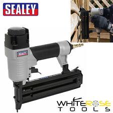 Sealey Aire Pistola de Clavos 15-50mm Capacidad 0.6cm Bsp 18 Calibre Clavadora