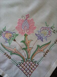 BEAUTIFUL VERY GOOD QUALITY VINTAGE LINEN HAND EMBROIDERED TABLECLOTH