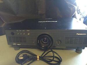 PANASONIC PT-DW5100, DW5100U HD Projector 5500 LUMENS, WORKS GREAT!!