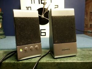 PAIR OF INSIGNIA NOTEBOOK SPEAKERS MODEL NS-NBSPK (2) FOR LAPTOP COMPUTERS.